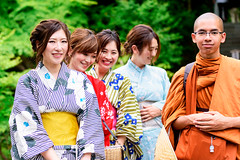 Beautiful Kimono Girls with Young Monk (at Hase-dera Temple, Kamakura, Japan) : 着物美人とタイの青年僧(鎌倉・長谷寺) (Dakiny) Tags: 2018 spring freshgreen may japan kanagawa kamakura hase hasedera temple outdoor people woman girl kimono monk portrait tree bokeh nikon d750 sigma apo 70200mm f28 apo70200mmf28exdgoshsm sigmaapo70200mmf28exdgoshsm nikonclubit