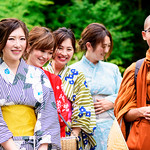 Beautiful Kimono Girls with Young Monk (at Hase-dera Temple, Kamakura, Japan) : 着物美人とタイの青年僧(鎌倉・長谷寺) thumbnail