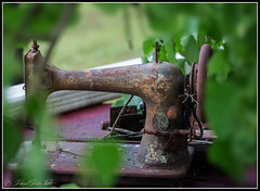 My Work is Done - Time for a Rest ! (Darrell Duke) Tags: singer oldsewingmachine rust stilllife junk old