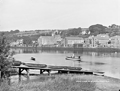 Mud, boats and quays - the Barrow at New Ross. (National Library of Ireland on The Commons) Tags: lawrenceroyals robertfrench williamlawrence lawrencecollection lawrencephotographicstudio thelawrencephotographcollection glassnegative nationallibraryofireland thequays newross cowexford thebarrow river tidal boats cruiser warehouses kilkenny countywexford newrossboatclub slipway