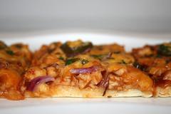 24 - Chicken Jalapeño BBQ Pizza - CloseUp (JaBB) Tags: pizza bbqsauce chicken hähnchen jalapeños jalapenos zwiebel onion food lunch essen nahrung nahrungsmittel mittagessen abendessen kochen cooking backen baking kochexperiment kochexperimente rezept recipe foodblog foodblogger