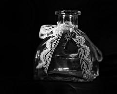 bokeh play (ELECTROLITE photography) Tags: bokehplay bokeh play bottle key flasche schlüssel clé bouteille unschärfe lowkey schwarzerhintergrund blackandwhite blackwhite bw black white sw schwarzweiss schwarz weiss monochrome einfarbig noiretblanc noirblanc noir blanc electrolitephotography electrolite