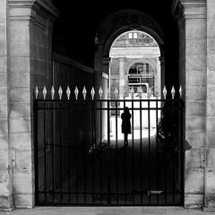 Between portals (pascalcolin1) Tags: paris femme woman portails portals lu light ombres shadows photoderue streetview urbanarte noiretblanc blackandwhite photopascalcolin 50mm canon50mm canon carré square