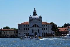 Iglesia de Santa María de la Presentación (Venecia, Italia, 17-6-2017) (Juanje Orío) Tags: 2017 venecia venezia italia italy canal patrimoniodelahumanidad worldheritage iglesia church barco boat agua water