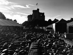 Tafwyl, Castell Caerdydd (Rhisiart Hincks) Tags: silhouette silwét cysgodlun ledskeud sgàilriochd sgàildhealbh scáthchruth zilueta caerdydd cardiff kerdiz tafwyl castell kastell castle caisteal gaztelu caisleán blancinegre duagwyn gwennhadu dubhagusgeal dubhagusbán blackandwhite bw zuribeltz blancetnoir blackwhite monochrome unlliw blancoynegro zwartwit sortoghvid μαύροκαιάσπρο feketeésfehér juodairbalta ue eu ewrop europe eòrpa europa aneoraip a'chuimrigh kembra wales cymru kembre gales galles anbhreatainbheag 威爾斯 威尔士 pensaernïaeth arkitektura architecture adeiladouriezh tisavouriezh ailtireachd ailtireacht pennserneth