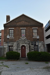 Springfield Calaboose Jail (Adventurer Dustin Holmes) Tags: 2018 springfield springfieldmo springfieldmissouri calaboose jail lawenforcement ozarks midwest museum old historic historical spd springfieldpolicedept springfieldpolicedepartment history police greenecounty lamppost lights streetlamps exterior entrance door front bushes hedges brick rock stone architecture