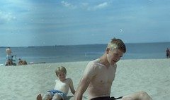 (Mrs.Black&White) Tags: zenitb helios44258mmf2 35mmfilm kodak kodacolor200 tetenalc41 handprocessed handpro sweden helsingborg