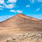 Scenic volcanic mountain under the blue sky / Szenischer vulkanischer Berg unter dem blauen Himmel thumbnail