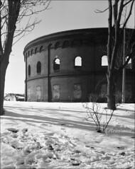 Gasometer am Holzplatz, Halle (reinirazzi) Tags: reinirazzi halle ilfordfp4 rodinal150 4x5 gasometer