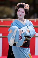 color (byzanceblue) Tags: 京都 gion maiko japan kyoto japanese dance woman girl female cute lovely beautiful beauty 舞妓 舞踊 geisha kimono traditional geiko kanzashi formal 祇園 black 花街 white color colour flower nikkor background people photo d850 portrait professional lady lovery 芸妓 着物 bokeh 節分 red traditonal 平安神宮 奉納舞 姫三社 祇園小唄 tomoko nishimura 祇園東 gionhigashi