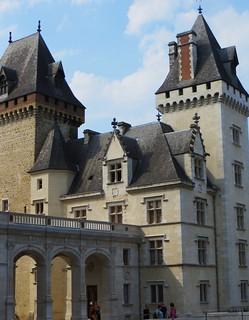 Entrée avec la Tour Napoléon III (XIXe) et la tour Montaüser (XIIe), château royal, Pau, Béarn, Pyrénées Atlantiques, Aquitaine, France.