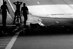 1894 2 (*Ολύμπιος*) Tags: sãopaulo street streetlife streetphotography streetphoto sunday domenica domingo diaadia daybyday donna downtown gente girl garota giovanni garotas girls people persone persons pessoas foto fotoderua femme woman women walk walking city cidade città ciudad cittè centro ciutat avenidapaulista avpaulista pb pretoebranco bw bn biancoenero blackandwhite noiretblanc