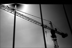 crane through fence (Armin Fuchs) Tags: arminfuchs würzburg crane fence sky