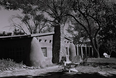 Mabel Dodge Luhan house (bingley0522) Tags: leicaiiic leicasummaron35mmf35ltm xp2 taos newmexico mabeldodgeluhanhouse urbanarchitecture smalltowns autaut