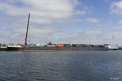 Binnenvaartschip 'Ina' (Romar Keijser) Tags: ina binnenvaartschip binnenvaart nioz haven texel lossen kraan