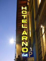 Hotel Arno - Lungarno del Tempio, Florence (ell brown) Tags: florence firenze italy italia tuscany toscana birthplaceoftherenaissance theathensofthemiddleages lungarnodeltempio sunset nightshots hotelarno sign neon hotelarnobellariva