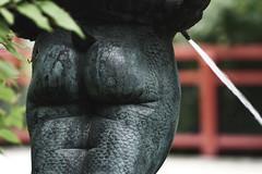 Lasst Wasser fließen (ingrid eulenfan) Tags: berlin zoo statue figur springbrunnen wasser po knabe sonye18105mm sonyalpha6000 berlinzoologischergarten