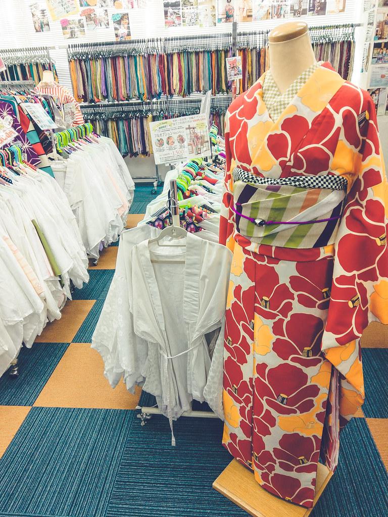 walking around kyoto in kimono-1-4