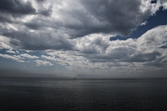 D'où viens-tu petit bateau? (AlainC3) Tags: mer fleuvesaintlaurent bateau nuages clouds orages storm nikond7500 sky water sea ocean saintlawrenceriver