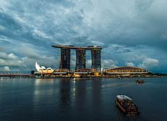 Marina Bay Sands, Singapore (Rapufro) Tags: art science museum marina bay sands singapore infinity pool city water bridge sky building sea river landscape cityscape