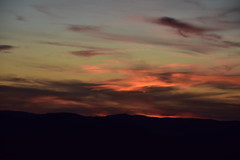 DSC_9237 (griecocathy) Tags: coucher soleil nuage montagne noir oranger gris vert bleutée rose rougeâtre