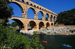 Le pont du Gard (3) (didier95) Tags: pontdugard gard architecture occitanie languedocroussillon aqueduc paysage canoe gardon