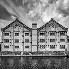 PRISON (MAICN) Tags: 2018 bw architektur blackwhite monochrome architecture symmetric schwarzweis gebäude mono symmetrisch einfarbig sw building vhs