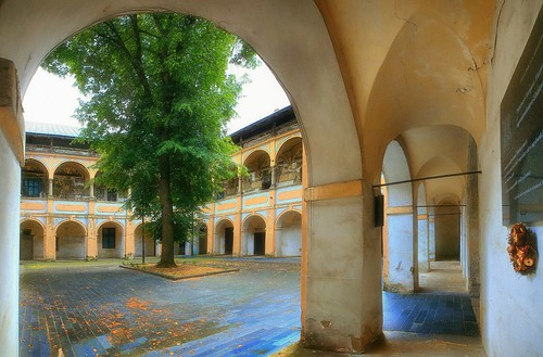 Bytca Castle Courtyard