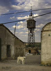 La finca (Luis R.C.) Tags: abandono pueblos edificios torres paisajes nikon d610