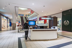 Lower Level Kiosk (Michael Muraz Photography) Tags: 2015 canada newmarket northamerica on ontario oxfordproperties toronto uppercanadamall world architecture commercial interior interiordesign mall shop store ca