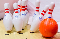 Bowlingkugel trifft Pins (marcoverch) Tags: londonmarathon2018 london bowlingkugel kegeln pins noperson keineperson competition wettbewerb game spiel leisure freizeit challenge herausforderung fun spas wood holz recreation erholung ball sport bowlingalley kegelbahn indoors drinnen show isolated isoliert bowl schüssel color farbe health gesundheit desktop toy spielzeug bright hell arbre nyc outside catwa harbour scotland mono plastic airbus hiking