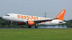 G-EZWS (AnDyMHoLdEn) Tags: easyjet a320 egcc airport manchester manchesterairport 05r