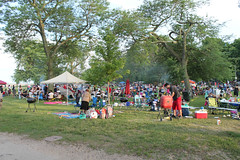 Loyola Park Beach (Flint Foto Factory) Tags: chicago illinois urban city summer july 4thofjuly july4th independenceday holiday celebration north rogerspark neighborhood lakemichigan lake michigan loyolapark beach 1230 wgreenleafave greenleaf sheridan intersection fourthofjuly evening pm dusk family families feelsgood barbeque barbecue bbq grill 2018