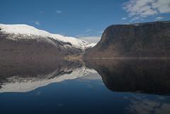 Sug -|- Suck (erlingsi) Tags: no hornindal hornindalsvatn honndalen noreg nordfjord lake freshwater ytrehornsnakken ytrehorn otterdal otredalsbukta ferskvann