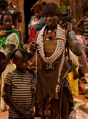 Banna Tribe (Rod Waddington) Tags: africa african afrique afrika äthiopien ethiopia ethiopian ethnic etiopia ethnicity ethiopie etiopian omovalley outdoor omo omoriver banna tribe traditional tribal town market culture cultural child girl woman mother group costume