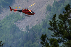 2018-06-29 K3 Colorado (513) (Paul-W) Tags: helicopter n669ac fire wildfire forestfire smoke rockymountainnationalpark 2018 bucket water coloradoriver colorado redhelicopter rope trees mountain burning