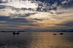 sdds (Ruby Augusto) Tags: baía sunset pôrdosol boats barcos hills montanhas clouds nuvens bay