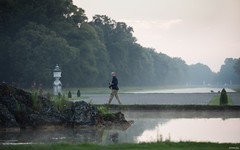 Abends im Schlosspark (lichtauf35) Tags: schlossparknymphenburg walking fog mood waterreflection green ef70200f28isii 5dmk2 naturallight derzeitaugenblickestehlen moment evening lightroom lichtauf35