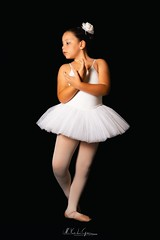 (Palermo Finestra sul Mondo) Tags: ballerine ballerina bambina bambine petits danseurs dancer dancers classica classique tutù black screen sfondo nero