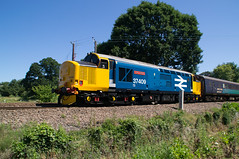 37409 - 2P53 - Brundall Gardens - 30.06.2018 (Tom Watson 70013) Tags: br british rail railway large logo blue class37 37409 lord hinton drs direct services ga greater anglia brundall gardens