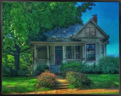"""""""This old house..."""" (Sherrianne100) Tags: walnutstreet thisoldhouse oldhome midwest springfieldmissouri missouri"""