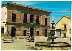 Los Navalmorales (Toledo) : Plaza del Generalísimo y Ayuntamiento (Centro de Estudios de Castilla-La Mancha (UCLM)) Tags: losnavalmoralestoledo plazas fountains cityhalls ayuntamientos fuentes calles streets
