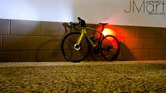 BICI23 (PHOTOJMart) Tags: fuente del maestre jmart bike bici carretera noche iglesia parroquia de la candelaria paseo paza españa lapierre sensium disc 500