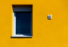 Rennes - minimalism (Hervé Marchand) Tags: bretagne rennes minimalist windows yellow shadow