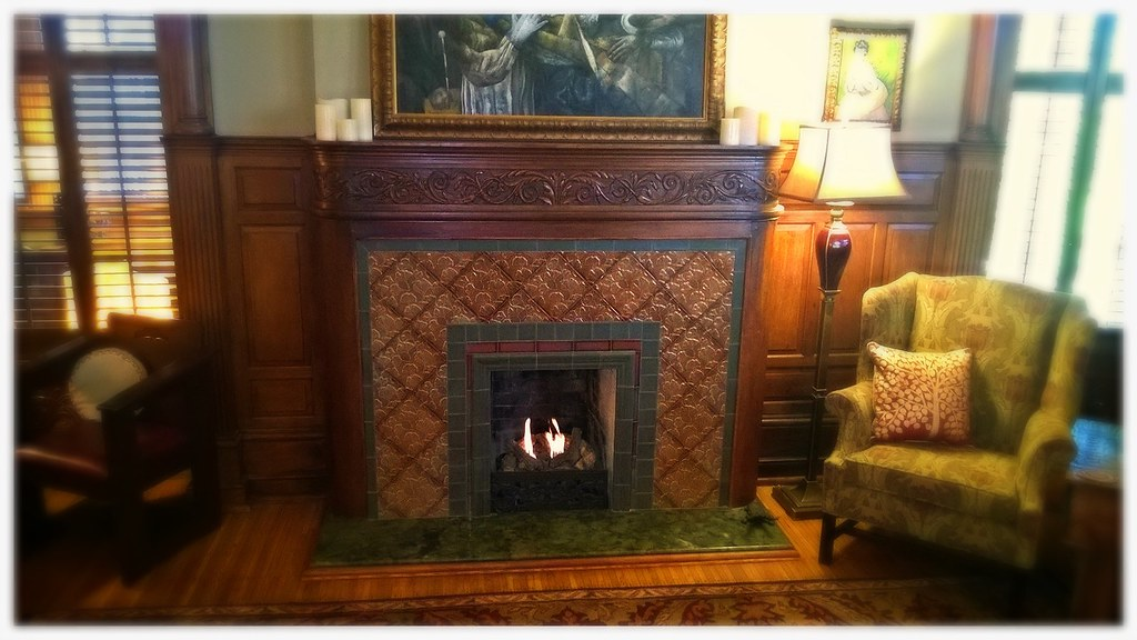 Peterson VOG8 Gas Logs in Antique Coal Burning Fireplace. Chattanooga, Tn.