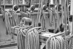 Ropey (@WineAlchemy1) Tags: rope rigging cuttysark london greenwich clipper tea deck ship blackwhite monochrome noiretblanc neroebianco braces