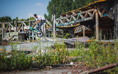 Karamo - Barspin (MichaelBmxking) Tags: canon 2470mm 85mm 5dmk3 5dmkiii elinchrom elb 400 elb400 skyport hs flash berlin germany neukölln blub badeparadie swimming pool abandoned place ruin burned down grenzallee bmx maggi tricks outdoor outdoors concrete grafitti sports youth fun sun summer summertime jam jamming joy autumn bikes