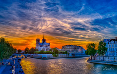 _Notre dame de Paris HDR.jpg (stephprad) Tags: france nikon eau sigma fleuve peniche 35mm notredamedeparis pont seine sun paris french cloud nuage soleil d800 hdr riviere