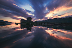 Scotland - Eilean Donan Castle (030mm-photography) Tags: rot schottland eileandonancastle schloss burg castle reflection spiegelung loch sonnenuntergang wolken clouds sunset drama dramatisch reise travel nature landscape architecture architektur historisch historic ancient