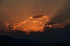 DSC_6215 (griecocathy) Tags: paysage coucher soleil montagne nuage rayon sombre lumineux noir gris oranger crème